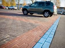 Bijna blauw parkeren in Nuenen