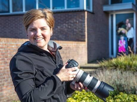 Thuisisolatie op gevoelige plaat: Zwolse fotograaf gaat langs de huizen