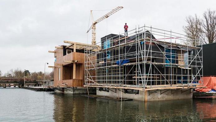 Schoon-schip in aanbouw in het Johan van Hasselt-kanaal