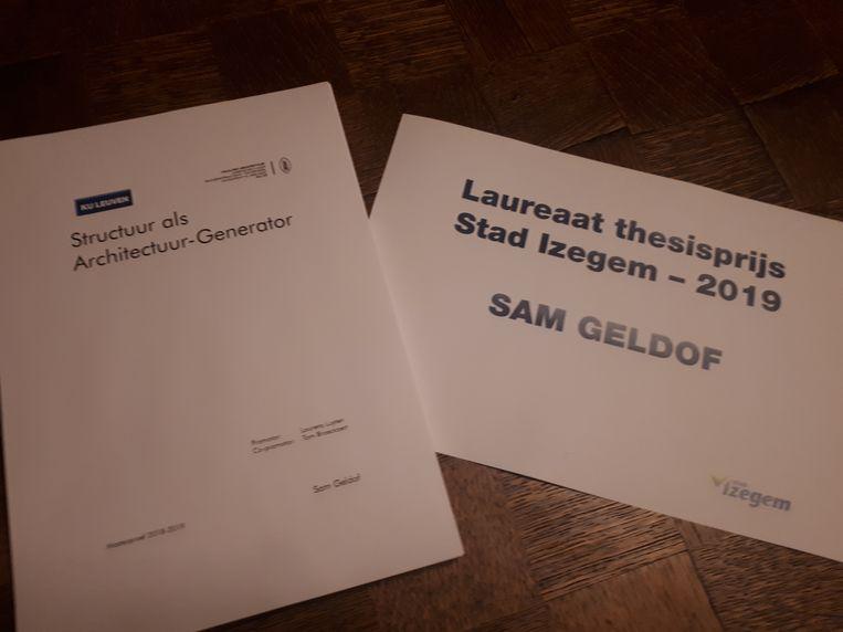Sam Geldof is de eerste laureaat van de Izegemse thesisprijs en verwerkte info over drukkerij Strobbe in zijn werk.