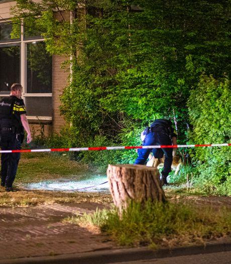 Zwollenaar vindt pistool op straat en schiet om minnaar vriendin af te schrikken