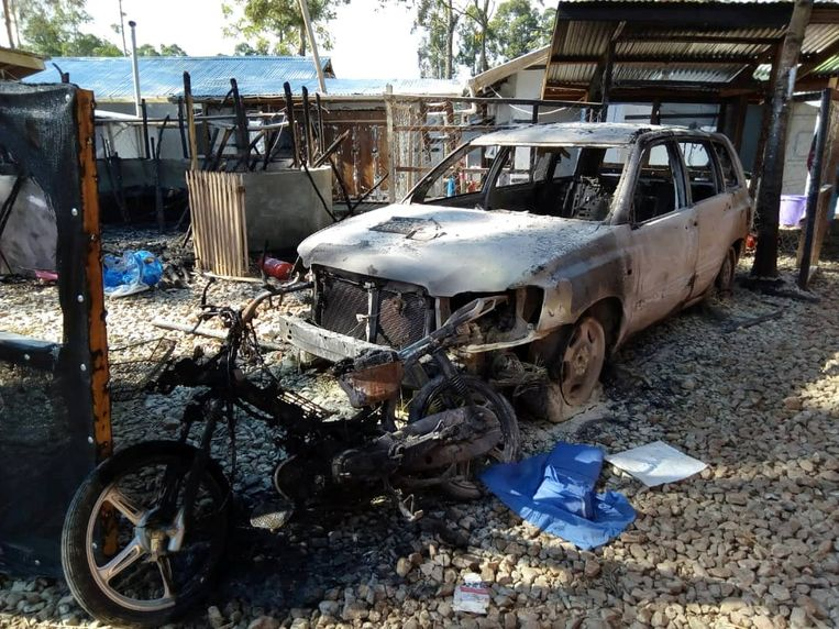 Restanten van een afgebrande kliniek in de Congolese stad Katwa. Beeld REUTERS