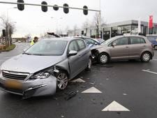 Auto's botsen op kruispunt in Amersfoort