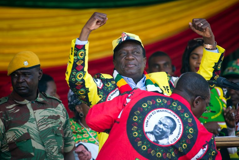 Emmerson Mnangagwa bij de afsluiting van zijn campagne in Harare. Beeld AP