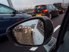 Politie heeft handen vol aan ongelukken op 'verraderlijk gladde' wegen