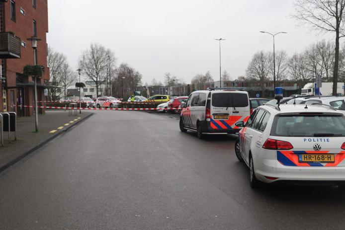 De politie zette de omgeving van het winkelcentrum ruim af.