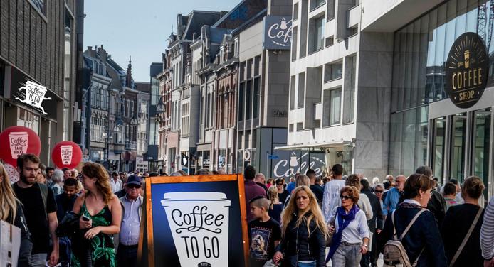 Photoshop: beeld van de toekomst? Overal koffiezaakjes in de stad.