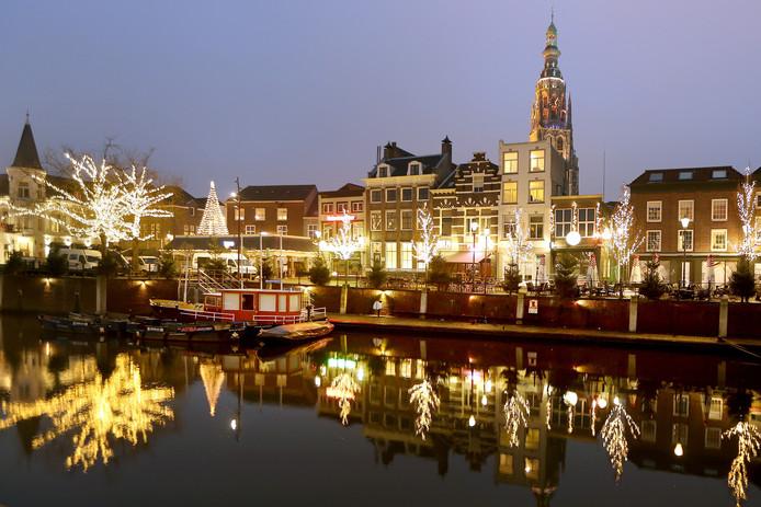 Met de sfeerverlichting in de Haven is Breda helemaal klaar voor de komende kerst. Foto: Ramon Mangold/ Pix4Profs