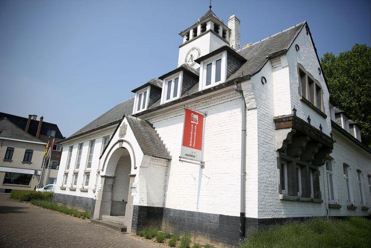 Het voormalige gemeentehuis van Vlezenbeek. De buitenkant zal nu door het gemeentebestuur gerestaureerd worden.