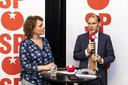 Staatssecretaris Menno Snel van Financiën kreeg in augustus een zwartboek van de SP. Daaruit bleek dat veel meer mensen de dupe zijn geworden door de problemen met de kinderopvangtoeslag.