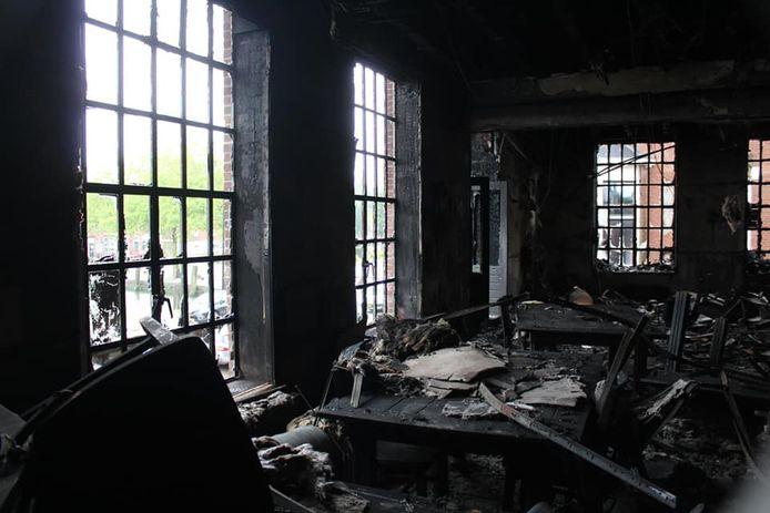 Bij de inferno werd onder meer het truckerscafé De Pittstop volledig in as gelegd.