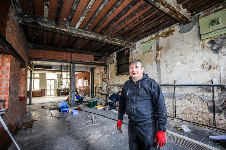 Eric Ameloot enkele maanden geleden op de plaats waar nu de nieuwe keuken staat