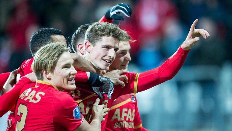 AZ-speler Guus Til viert dat hij de 2-0 heeft gescoord. Beeld anp