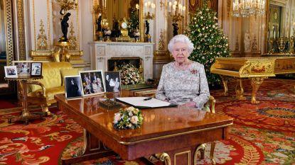 """Britse Queen blikt in toespraak terug: """"Twee bruiloften en twee baby's, dat houdt een grootmoeder goed bezig"""""""