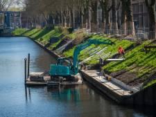 Betonplaten voor nieuw wandelpad langs Bossche Zuid-Willemsvaart