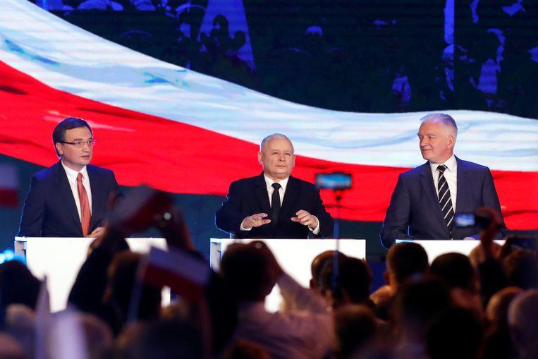 Jaroslaw Gowin (rechts) tijdens een conferentie van zijn partij Recht en Rechtvaardigheid (PiS) in Warschau op 2 september 2018. Beeld Reuters