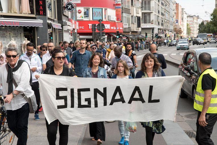 """Burgemeester De Wever had gehoopt op """"een signaal"""" van de bewoners in Borgerhout, maar kreeg een protestmars."""