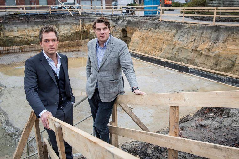 Maxime Roelens en Philippe De Backer van vastgoed Bricx bij de bouwput.