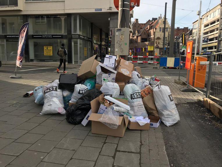 De stad vraagt om niet opgehaald afval weer binnen te nemen.