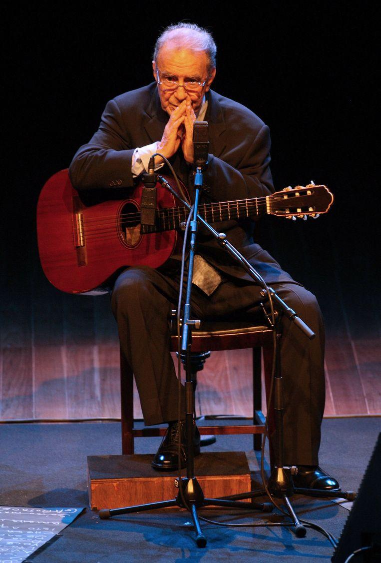 João Gilberto tijdens een concert in Sao Paolo, Brazilië, in 2008. Beeld AFP