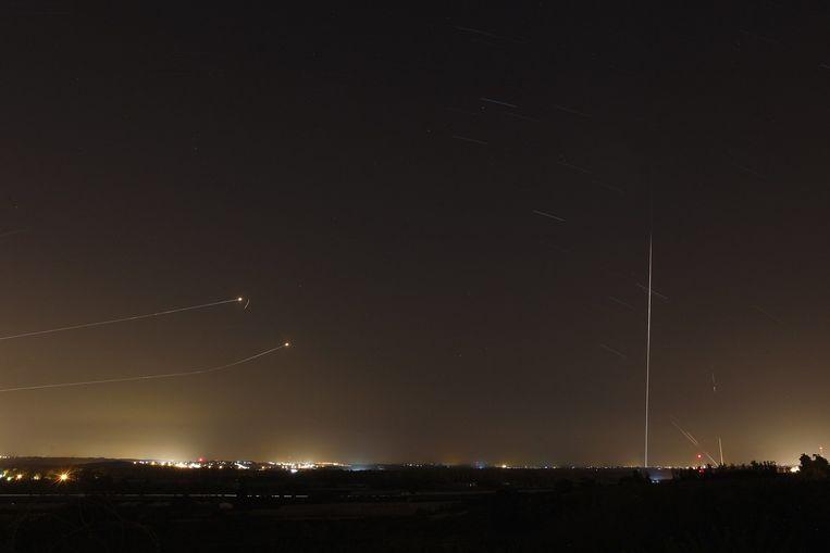 Raketten uit Gaza worden onderschept door het afweersysteem van Israël. Beeld reuters