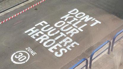 Mysterieuze tekst op wegdek in de Pontstraat