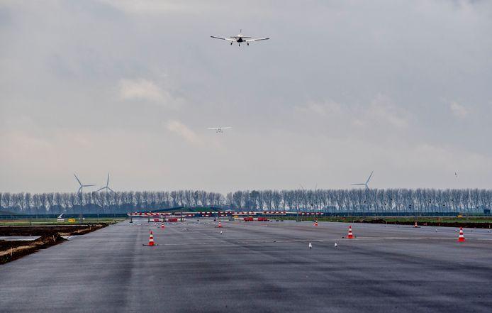 De nieuwe landingsbaan van Lelystad Airport