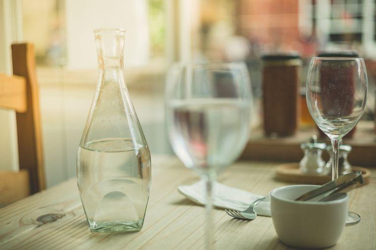 Twee Brusselse restaurants verkochten klanten kraantjeswater. Ook al zat dat in flessen Val.