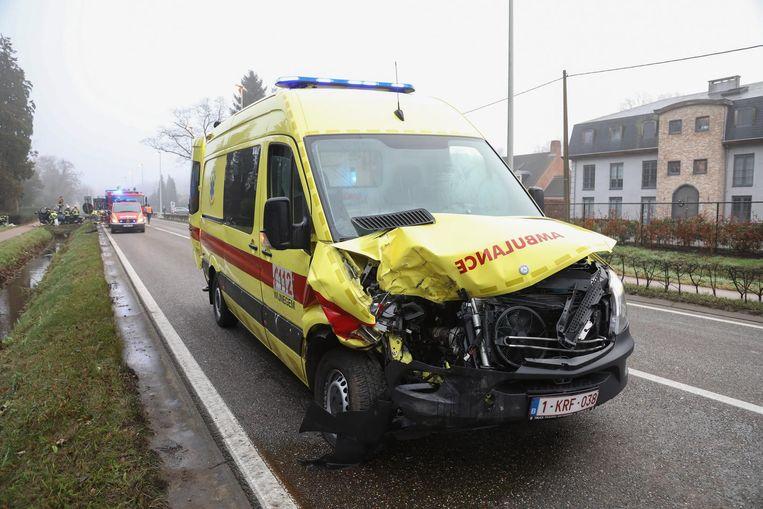 Archiefbeeld: Zoersel (Kapellei) aanrijding met een ziekenwagen, er vielen enkele lichtgewonden.