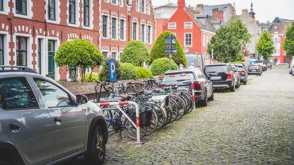 Zeventien autoparkeerplaatsen sneuvelen voor fietsparkeerplaatsen