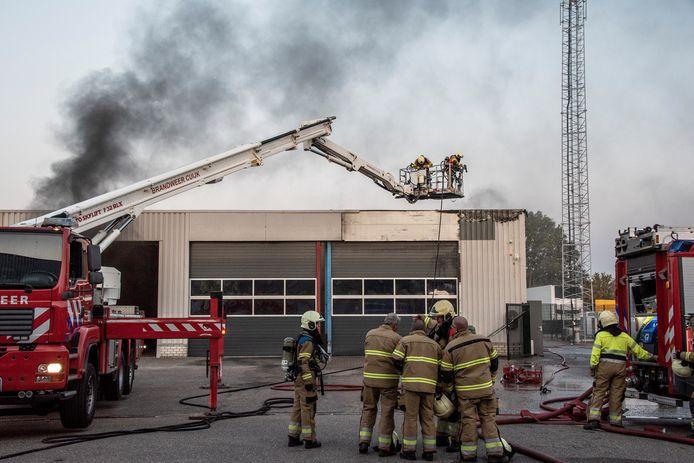 ,,Alle lof voor de brandweer, en de mensen die gebeld hebben'', zegt eigenaar Ton van Ooijen van OO-TECH. ,,Er is zó snel gehandeld. Ik denk dat het een kwestie van minuten was geweest, en dan was alles verloren geweest.''