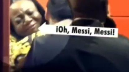 Geestige beelden: mama Lukaku loopt Messi tegen het lijf