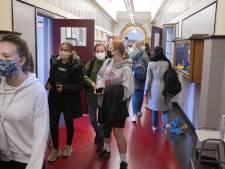 Reactie op scholen en corona: 'Laat de docenten elke les van klas veranderen'