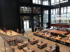 Nieuwe bieb in de LocHal open: 'bieb die bij een wereldstad past', 'een betoverend doolhof vol boeken'