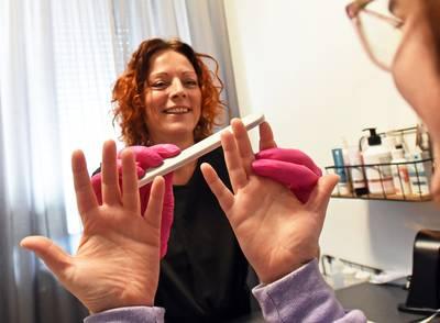 Achter de schermen:  Kankerpatiënt gebaat bij nagelverzorging