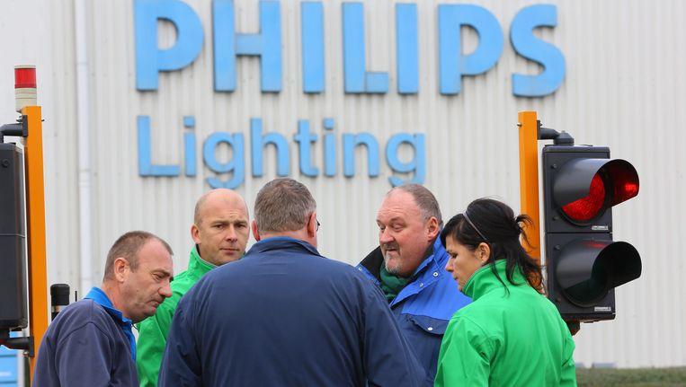 Werknemers van Philips Lighting in Turnhout. Beeld epa
