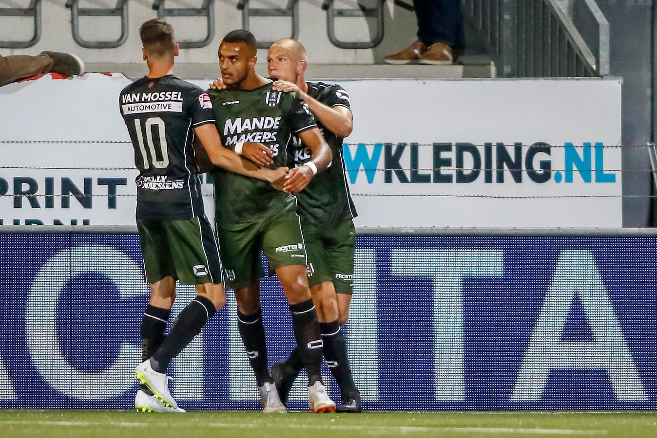 Mario Bilate (m) was de grote man aan de kant van RKC Waalwijk. Hij scoorde twee keer.