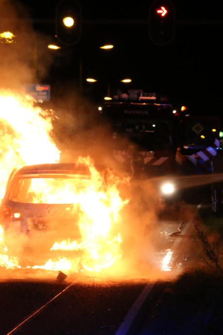 Buurtbewoners schrikken van fatale autobrand: 'We hoorden knallen'