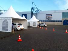 Staking bij Scania Zwolle: medewerkers rijden door staakstraat