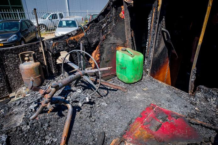 De boot van Maassluizers Leo en Corrie Honders ging  in vlammen op.