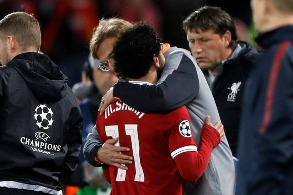Soccer Football - Champions League Semi Final First Leg - Liverpool vs AS Roma - Anfield, Liverpool, Britain - April 24, 2018   Liverpool manager Juergen Klopp with Mohamed Salah as he is substituted           Action Images via Reuters/Carl Recine