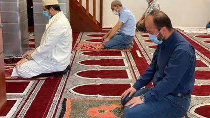 """Weer erediensten in kerk en moskee maar met minder gelovigen: """"Vol is vol"""""""