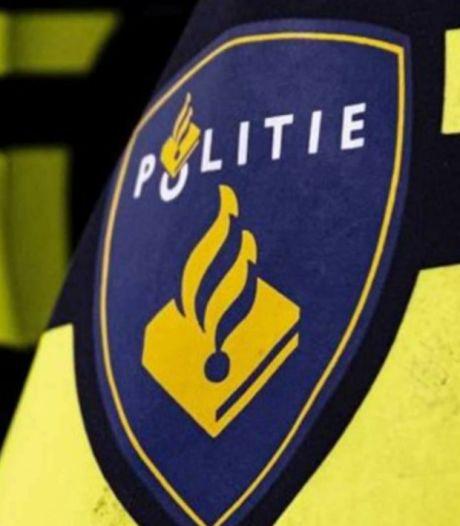Grote politiecontrole tegen overlast zuidwijken Enschede: 14 bekeuringen