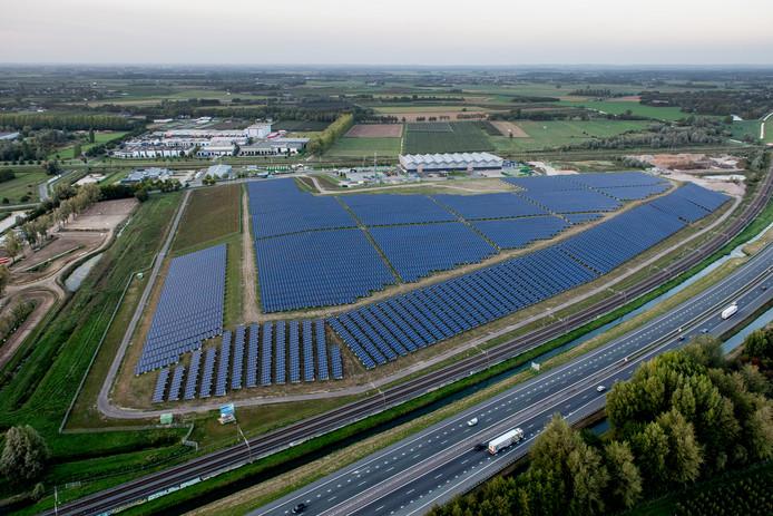 Het zonnepark van AVRI.