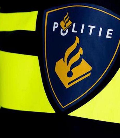 Politieauto total loss na aanrijding in Westpoort