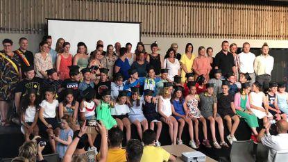Leerlingen gemeenteschool studeren af met hoge gemiddeldes