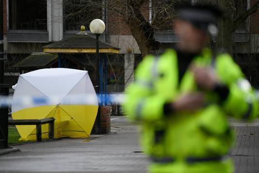 Een tent van onderzoekers om het bankje in Salisbury waarop de Skripals zondagmiddag werden aangetroffen.