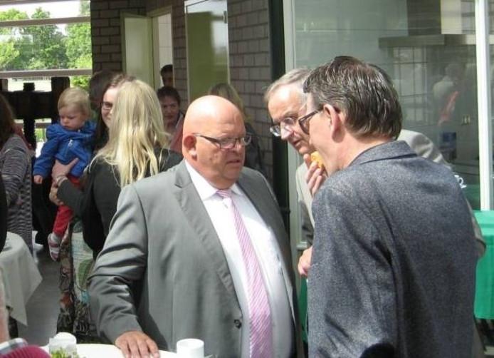 Ben Brands (links) nog in zijn functie van wethouder voor de gemeente Maasdonk.