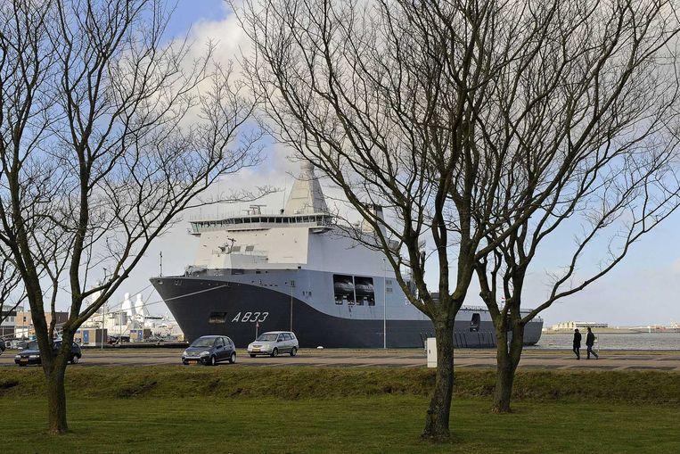 Marineschip Karel Doorman in de haven van Den Helder  Beeld anp