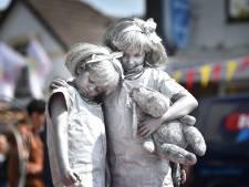 Kinderen transformeren tot levende standbeelden